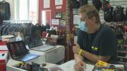 Play video: Small business owner can't get answer about Ontario COVID-19 grant, calls Global News and gets help