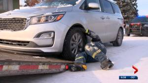 Long wait times for tow trucks as Calgary cold snap continues