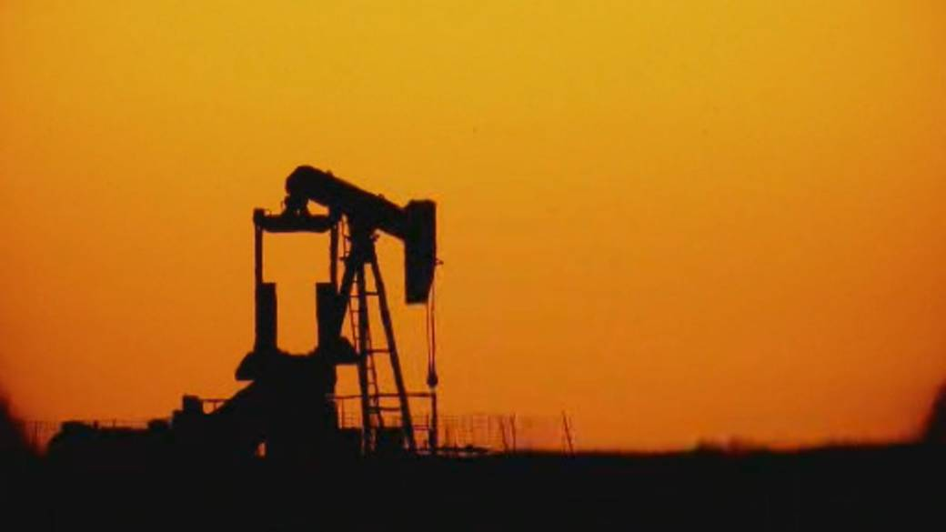 Click to play video 'Oil demand expected to decline in the next decade'