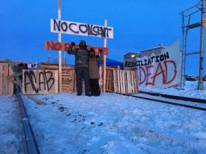 Protestors block rail line in west Edmonton in solidarity with Wet'suwet'en