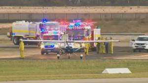 Pilot instructor passes out, student lands plane perfectly