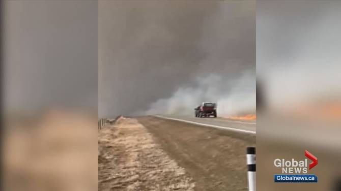 Click to play video: Wildfires burn in southern Alberta