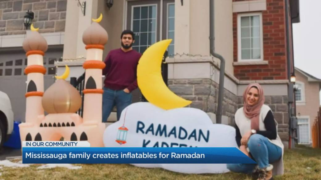 Click to play video: 'A Mississauga husband-wife duo spread joy with their inflatable decor for Ramadan and Muslim holidays'