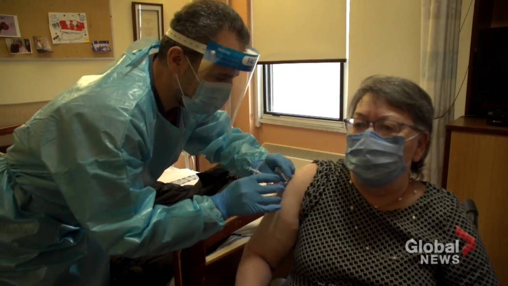 Click to play video 'Quebec to deliver second dose of COVID-19 vaccine within 90 days'