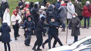 Belarus protests: Police arrest dozens during demonstrations in capital (00:58)