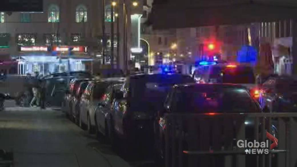 Click to play video 'Multiple injured, at least 2 dead after shots fired in Vienna'