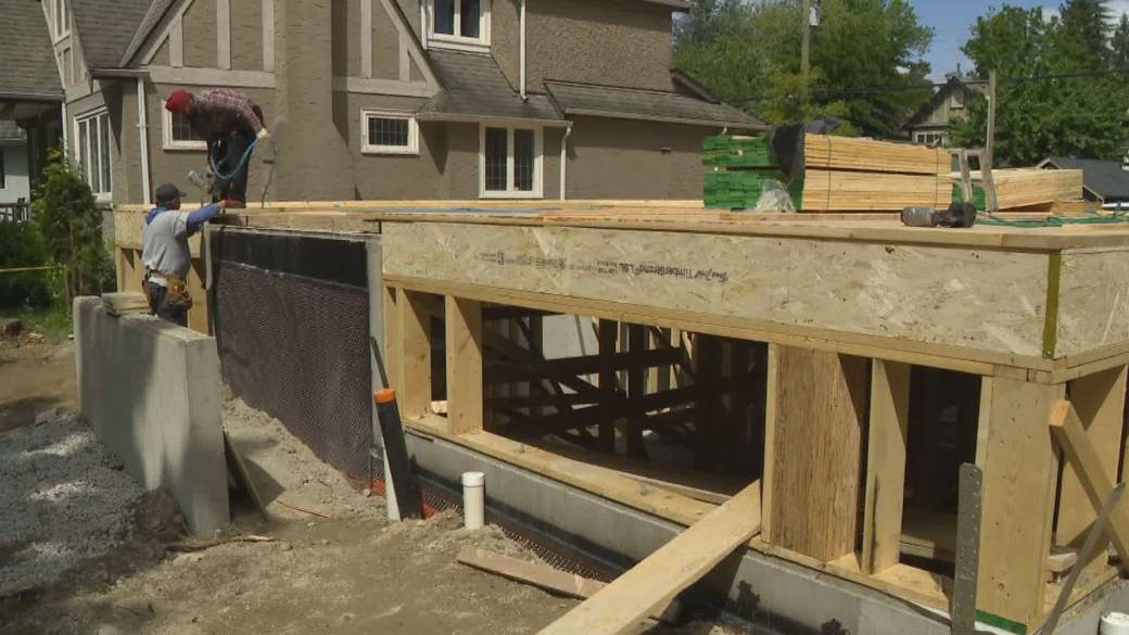 Click to play video: 'Vancouver Police Investigate Increase in Building Site Thefts on the West Side of the City'