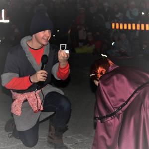 Man proposes to girlfriend during Fenelon Falls Santa Day parade