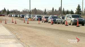 COVID-19 vaccine drive-thru line in Regina reopens after closing due to long wait (01:33)
