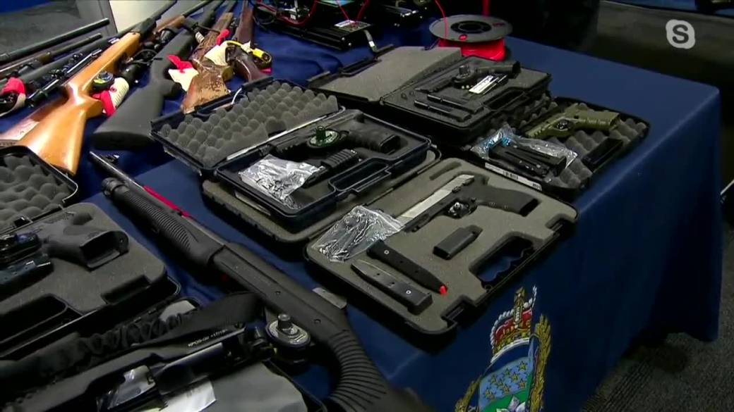 'Winnipeg Police connected  taking amerciable  guns disconnected  metropolis  streets'