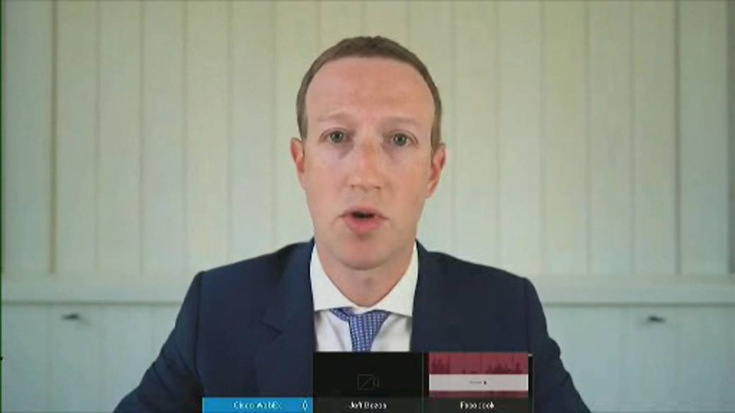 Click to play video 'Zuckerberg pushes back against accusations Facebook's purchase of Instagram was illegal'