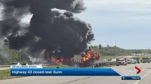 Fiery crash shuts down Highway 43 northwest of Edmonton (00:42)