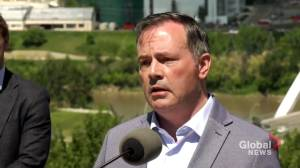 Kenney continues to defend federal niqab policy (02:02)