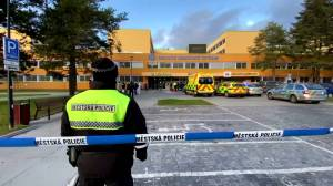 Gunman kills 6 in Czech Republic hospital before shooting himself