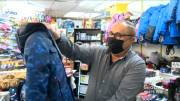 Play video: Coronavirus: Quebec parents, politicians calling for children's clothing stores to be considered essential