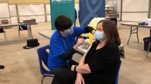 Coronavirus: Registered nurse becomes first person in London, Ont., to receive Pfizer's COVID-19 vaccine (00:44)