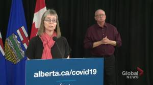 AHS COVID-19 testing centres shift back to appointment-only, Hinshaw asks people to show up (02:45)