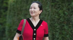 Huawei's Meng Wanzhou flies back to China from Vancouver after striking deal (02:51)