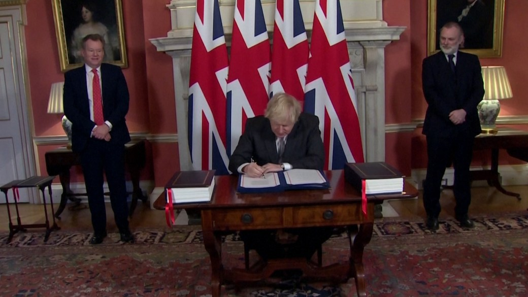 Click to play video 'UK PM Boris Johnson signs post-Brexit trade deal with EU'