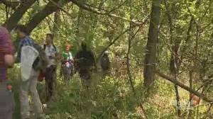 Environmentalists, with help of public, categorize biodiversity in Saint-Jacques Escarpment (01:54)