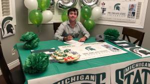 Kingston golfing star Ashton McCulloch signs with Michigan State (01:53)