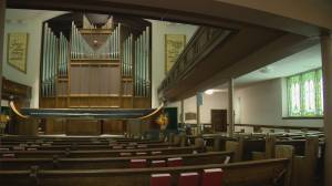 Regina Knox-Metropolitan sings to the tune of 50-year-old organ