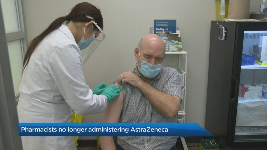 Click to play video: 'Pharmacies gear up to administer mRNA vaccines after pausing AstraZeneca'