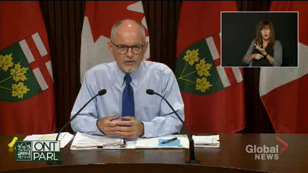 Click to play video: 'Moore says Ontario has created electronic record for COVID-19 vaccine reporting in schools'