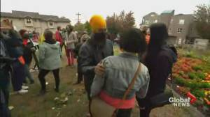 Canada election: Singh campaigns in B.C. on final day before election (01:28)