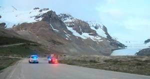 Jasper tour bus removal efforts, crash investigation continues at Columbia Icefield