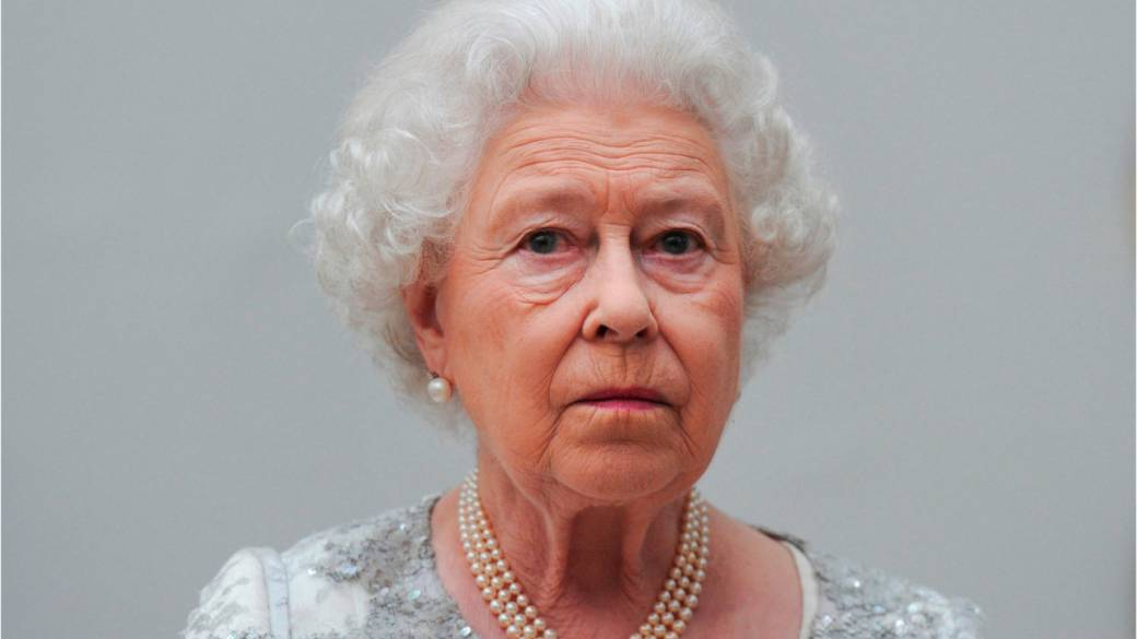Royals release rare statement about Queen 'retirement' rumours