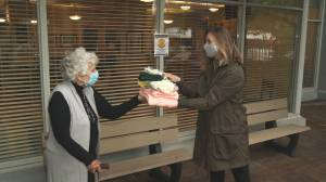 B.C. seniors 'In-Stich-Us' knitting club donates to less fortunate (01:12)