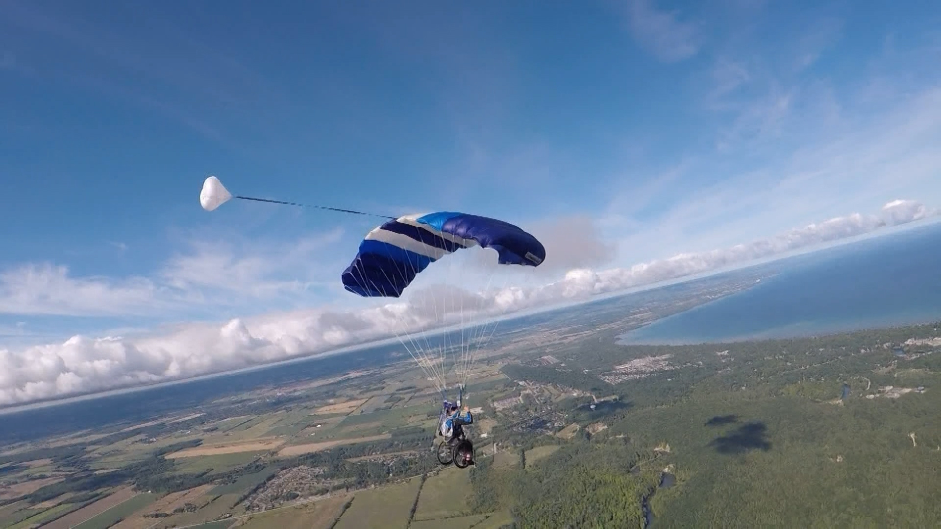 Paralympian jumps from plane while in wheelchair during skydiving championships in Wasaga Beach