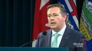 COVID-19: Alberta Premier and health minister respond to letter requesting them to visit ICU (03:34)