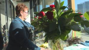 Valentine's Day keeps Kelowna retailers busy amid pandemic (01:27)