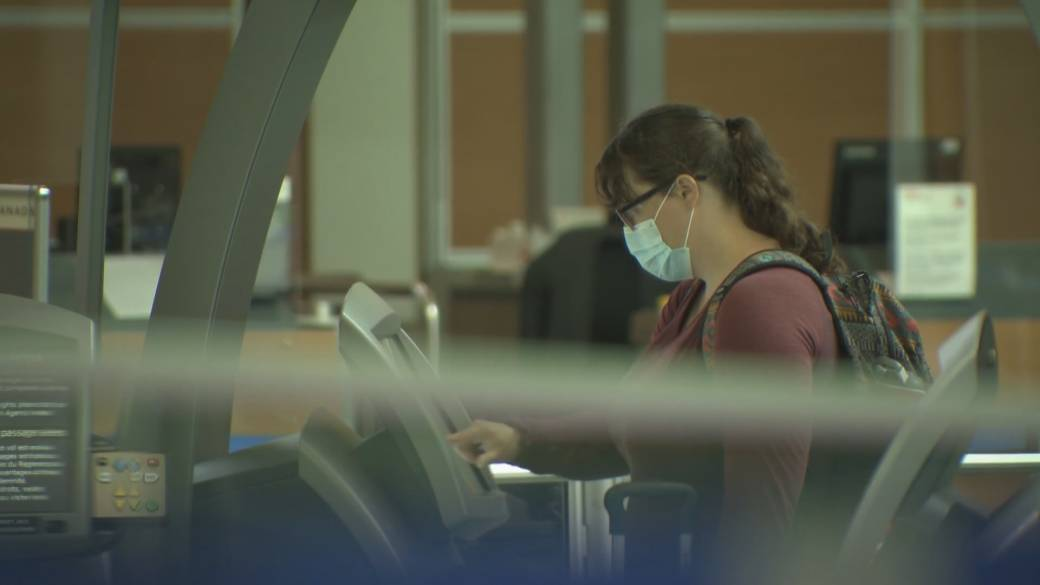 Click to play video: 'Pressure mounts on Canada to come up with a travel restart plan'