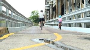 Pedestrians, cyclists allowed to cross Montreal's Victoria Bridge