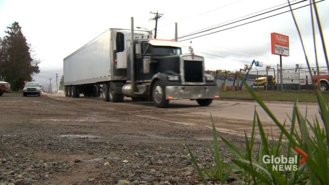 Click to play video: N.B. truckers 'blindsided' by new isolation requirements