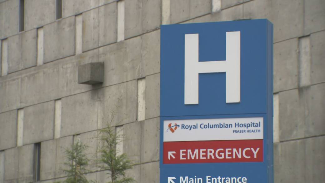 Click to play video: 'Royal Columbian ICU doctor calls for vaccine passports for hospital visitors'