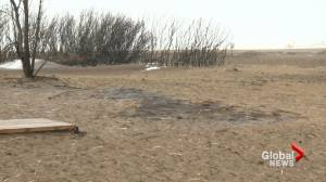 Three wildfires, heavy winds leave damage in southern Alberta (02:09)