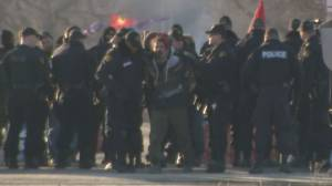 Blockades spring up in B.C. as police take others down in Ontario