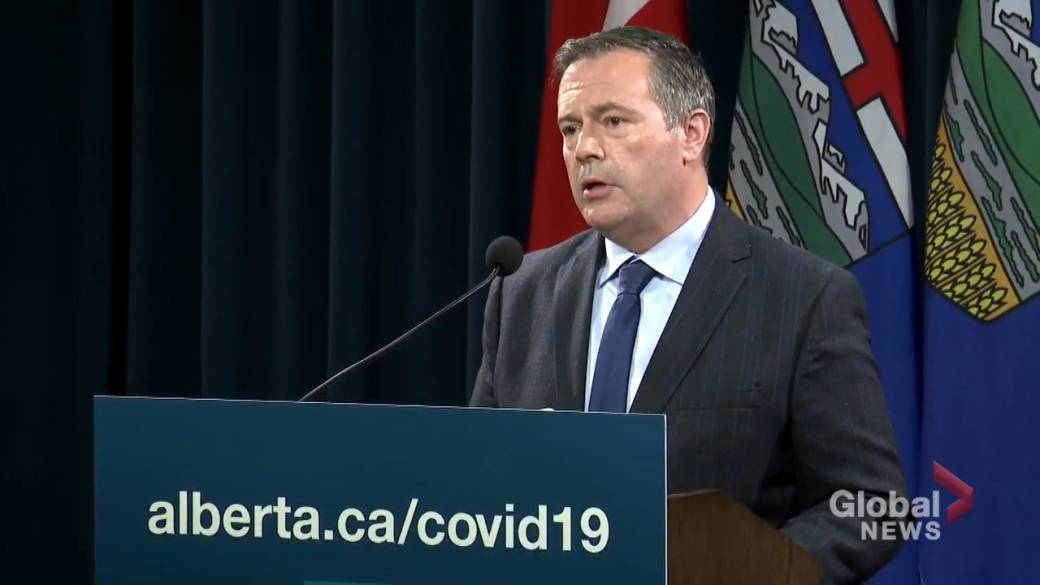 Click to play video: 'Kenney says Hinshaw has his 'full confidence' as COVID-19 response questioned'