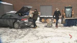 COVID-19: Muslim youth group in Calgary getting supplies to isolated people (01:52)