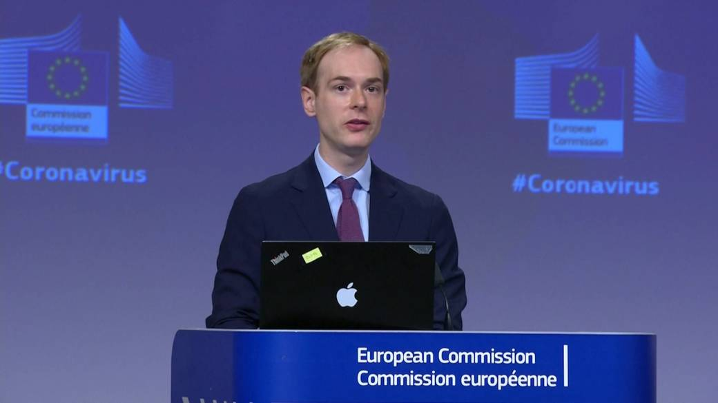 Click to play video: 'EU recommends opening up to foreign travellers this summer amid COVID-19'