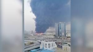 Massive fire breaks out in market in Ajman, U.A.E. (00:46)