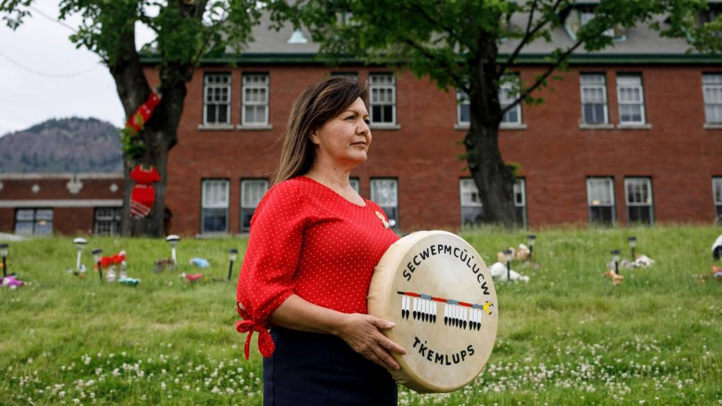 Click to play video: 'Chief demands apology from Catholic Church over Canada's residential schools'