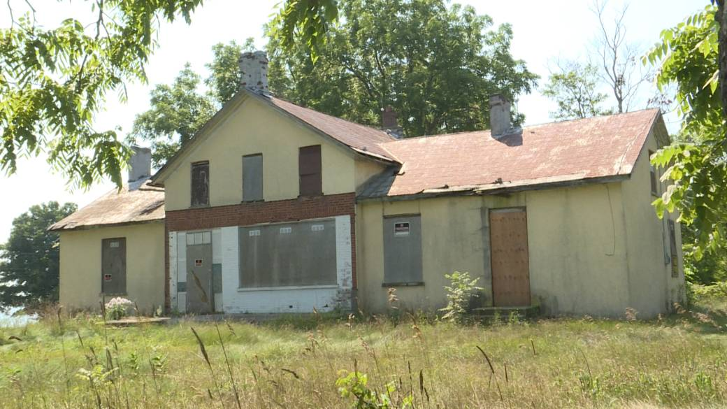 Click to play video: 'Fighting to save some heritage homes in Prince Edward County'
