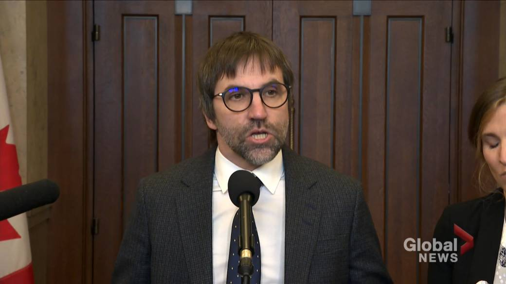 Click to play video 'Heritage minister says Canadian government has 'no intention' to regulate news content: Yale report'