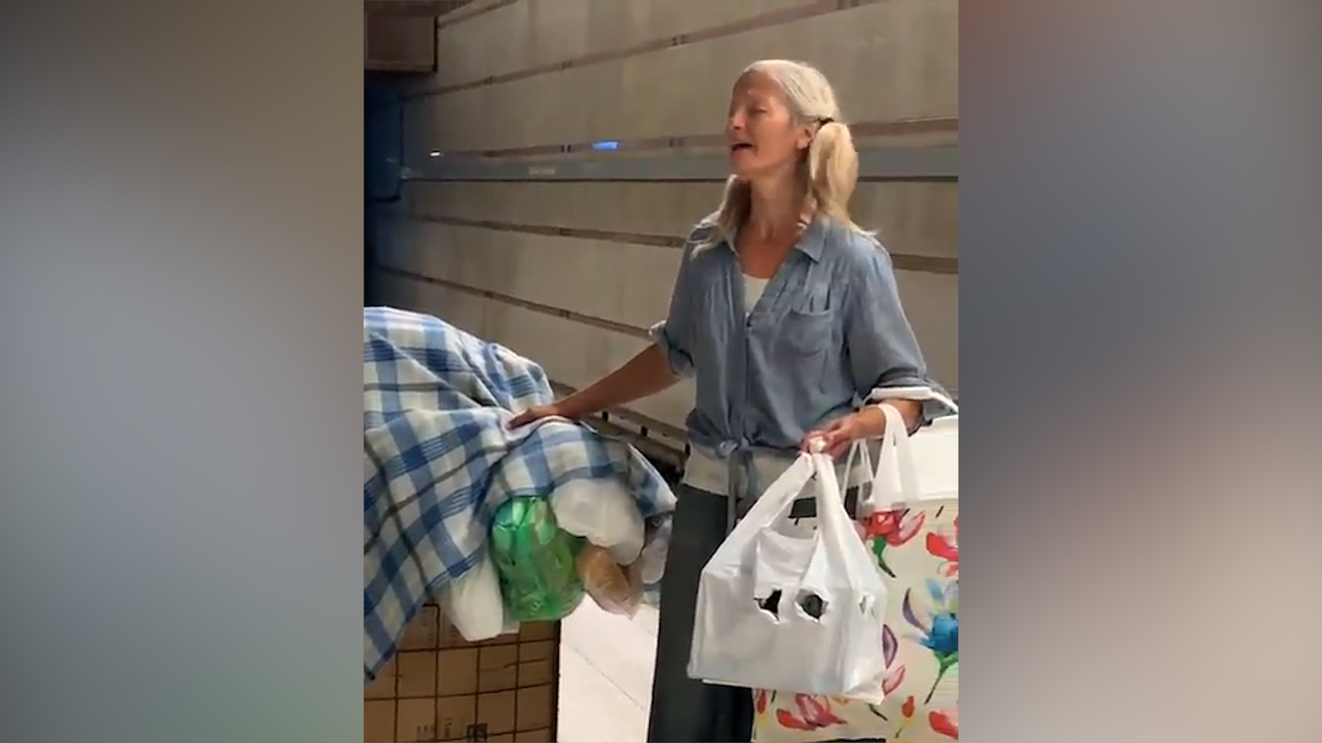 Homeless woman in LA goes viral with attractive singing voice