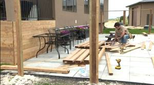 Skyrocketing lumber costs hammering Manitoba builders (01:37)